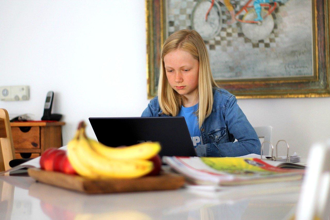 Dziecko i komputer – 10 powodów by ograniczyć ich kontakt