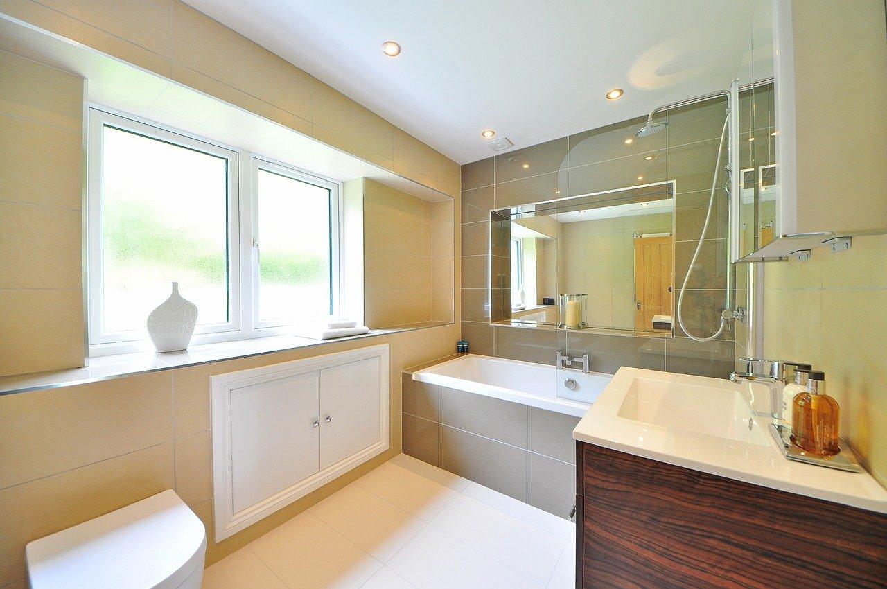 Kilka złotych zasad przy projektowaniu małej łazienki