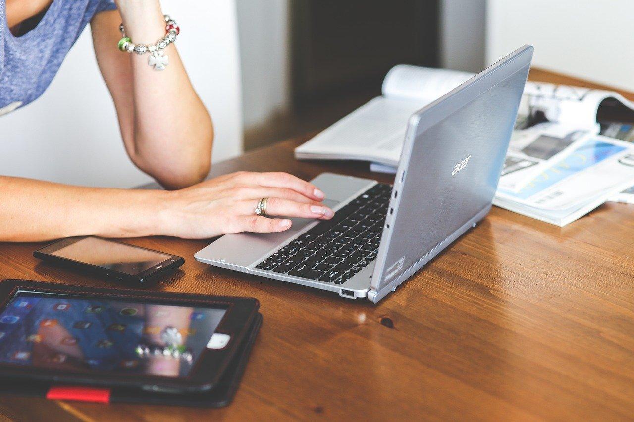 Jak zwiększyć zarobki pracując na etacie?